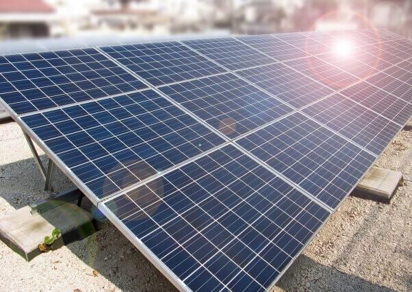 測量を神戸で依頼するなら測量設計に関する多くの実績がある【扇コンサルタンツ】へ 太陽光パネル設置の前に必要な地盤調査 専門の会社に調査を依頼しよう! 太陽光パネルの画像
